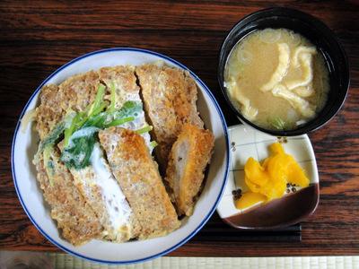 20110504 食事処いずみ@甲斐大泉パノラマの湯 (11) W煮カツ丼850.jpg