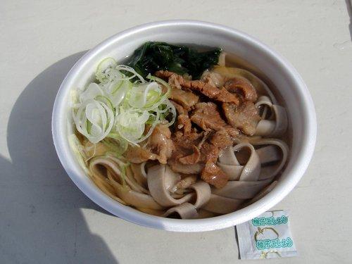 埠頭の田舎そば@勝どき (4) 牛スジそば 太麺 500円.JPG