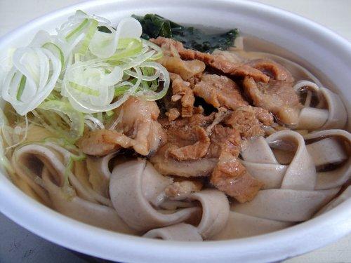 埠頭の田舎そば@勝どき (5) 牛スジそば 太麺 500円.JPG