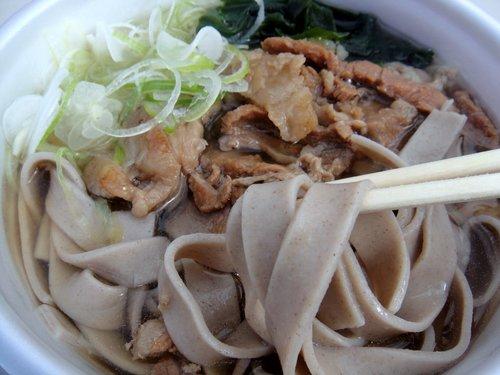 埠頭の田舎そば@勝どき (6) 牛スジそば 太麺 500円.JPG