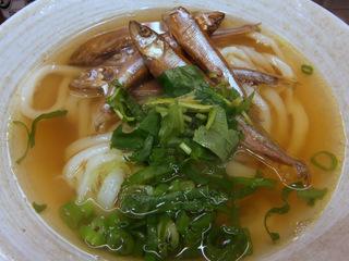 おにやんま@青物横丁(4)チカ甘露煮あったかうどん並450銀杏の天ぷら100おにぎり80.JPG
