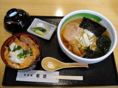そば処 亀屋@大森海岸 (4) かつ丼中華セット950円.JPG