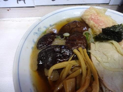 三松@新橋 (7)ラーメン410しいたけ130ソーセージ110.JPG