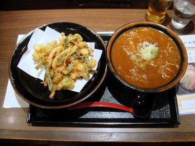 五反田おかめ@大崎広小路 (7) カレーそば 500円、山菜かき揚げ 130円.JPG