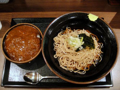 五反田おかめ@大崎広小路 (7) ミニカレー+かけそば 620円、+ひやし +30円.JPG