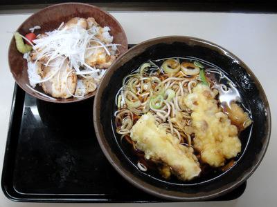 君塚@池袋 (4) チャーシューわさび丼セットそば500ちくわ天110.JPG