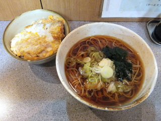 甲斐そば@大森海岸(4)カツ丼セット580.JPG