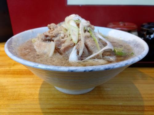 NAMIKI@中野 (7)背脂入り肉そば500os.JPG
